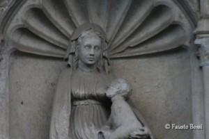 """Bassorilievo della """"Madonna che allatta"""""""