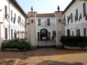 """l'ingresso all'edificio """"Il Castellazzo"""""""