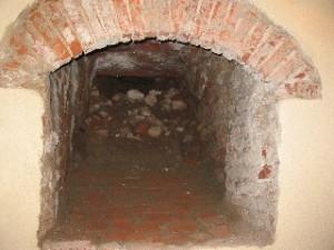l'accesso alla nuova sala, scoperta durante i restauri