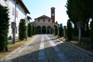 Il viale che porta al Santuario della Madonna della Selva