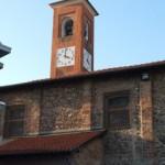 Scorcio del campanile e della costruzione