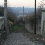 scalinata che scende da Piazza XX Settembre verso la Frazione Balzarine